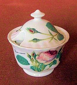 WOHNAMBIENTE Porzellan, Geschirr Art.-Nr.: 927 Zuckerdose mit Deckel, Redoute Roses, Maße: d= 9 cm, h= 9, 5 cm,