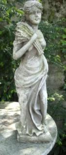 WOHNAMBIENTE Figuren Art.-Nr.: 15523 Allegorische Darstellung des Herbstes, Maße: Sockel 14 x 16 cm, Höhe 62 cm, Gewicht ca. 8 kg.
