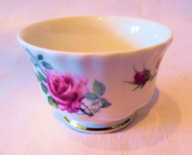 WOHNAMBIENTE Porzellan, Geschirr Art.-Nr.: 728 Zuckerschale English Rose, Geschirr von Roy Kirkham Maße: d= 8, 5 cm, h= 5, 5 cm.