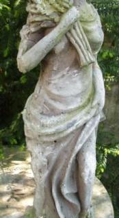 WOHNAMBIENTE Figuren Art.-Nr.: 15523 Allegorische Darstellung des Herbstes, Maße: Sockel 14 x 16 cm, Höhe 62 cm, Gewicht ca. 8 kg. - Vorschau 3
