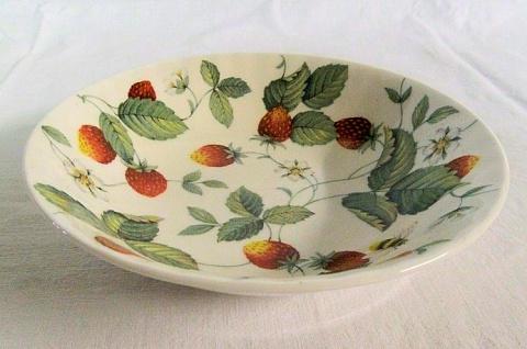 WOHNAMBIENTE Porzellan, Geschirr Art.-Nr.: 818 Müslischale Erdbeer- (Strawberry) Geschirr von Roy Kirkham Maße: d= 18 cm, h= 4 cm.