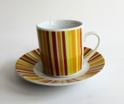 """WOHNAMBIENTE Porzellan, Geschirr Art.-Nr.: O 122 Porzellan-Espressoset """" Abstraction"""" von ONA. Maße: Tasse h= 5, 5 cm, d= 5, 2 cm, Teller d= 11 cm, h= 2 cm."""