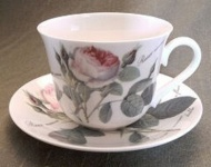 WOHNAMBIENTE Porzellan, Geschirr Art.-Nr.: 907 2-tlg. Gedeck (Tasse und Untertasse). Jumbo-Größe Maße: Tasse d= 11 cm, h= 9 cm, U-Tasse d= 17, 5 cm,