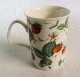 WOHNAMBIENTE Porzellan, Geschirr Art.-Nr.: 805 Becher Lancaster mit Henkel, Design Strawberry (Erdbeere), Maße: d= 7, 5 cm, h= 10, 5 cm,