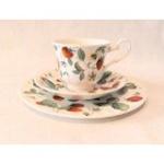 WOHNAMBIENTE Porzellan, Geschirr Art.-Nr.: 801 3-tlg. Gedeck (Tasse, Untertasse, Dessertteller). Maße: Tasse d= 9 cm, h= 7, 5 cm, U-Tasse d= 15 cm, Dessertteller d= 20, 5 cm.