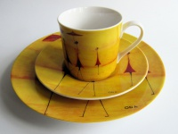 "WOHNAMBIENTE Porzellan, Geschirr Art.-Nr.: O 119 3-tlg. Kaffeegedeck "" Fourmies a l'ombrelle "" von ONA Maße: Tasse h= 7, 5 cm, d= 7, 7 cm. U.-Tasse d= 15 cm, Dessertteller d= 21, 5 cm."