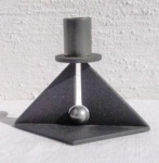 WOHNAMBIENTE Kerzenständer, Kerzenhalter Art.-Nr.: M 13 Maße.: Grundplatte 12, 5 x 9 cm, Höhe 10 cm.