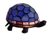 WOHNAMBIENTE Tiffany Tischlampe Art.-Nr.: M 197 B Breite ca. 20 cm, Fassung 1 x E14 max. 15 Watt. Tiffany Lampe Schildkröte Lieferung komplett mit Leuchtmittel. Auch in den Farben Grün, Beige, Blau und Pearl lieferbar (entsprechend den Abbildungen).