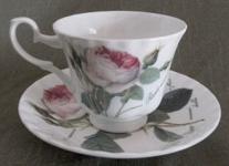 WOHNAMBIENTE Porzellan, Geschirr Art.-Nr.: 902 2-tlg. Gedeck (Tasse und Untertasse). Maße: Tasse d= 9 cm, h= 7, 5 cm, U-Tasse d= 15 cm,