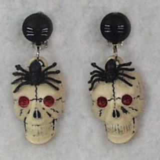1061 1 Paar Ohrclipse: Totenkopf mit Spinne, 4 cm groß...