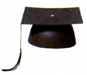 Hut aus Filz 1987 Schwarzer Doktorhut aus Filz, eingefaßt, mit Seide
