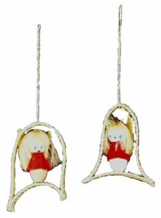 8246 Baumbehang: Set mit 2 Engeln, eingerahmt in aus Stroh geformten