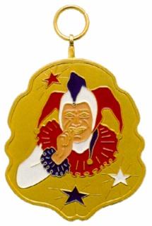 1266 Metallorden in Blattform mit Tillkopf und Sternen in rot weiß blau, 47x54mm groß goldfarben..