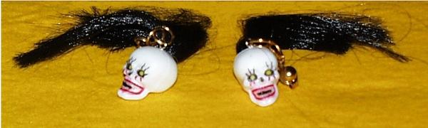 1054 1 Paar Schrumpfkopf Ohrclipse mit Haar, ca.40x60mm groß...
