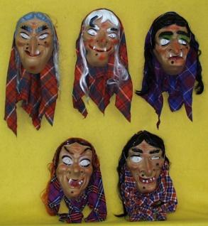 3110 Hexenmaske aus Plastik mit Haar und Kopftuch, im Bild unten rechts.Die anderen Ty