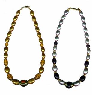 11160 Perlenkette in silber/schwarz metallic mit gefassten Perlen und Schraubverschluss...