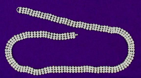 11950 Gürtel mit Hackenverschluß, aus 390 Similisteinen, ca. 75cm lang...