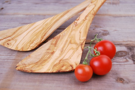 Pfannenwender extra breit aus Olivenholz, hitzebeständig, für Rechtshänder 30cm