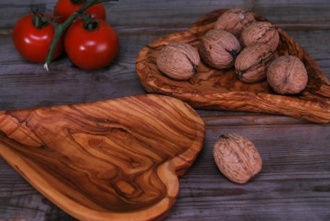 Schale Holzschale aus Olivenholz Tappasschale Herzschale Antipastischale Holz