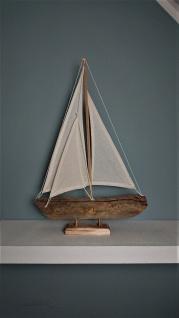 Segelboot aus Treibholz