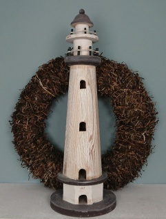 Leuchtturm aus Holz