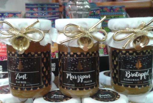 Winter - Honig mit Zimt , Marzipan oder Bratapfel ;-)