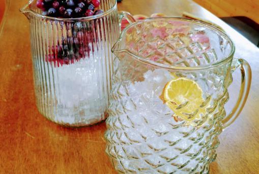 Schicke Karaffen aus Glas - ideal für Eistee :-)