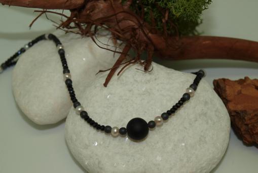 Halskette mit Onyx. Aus eigener Kollektion