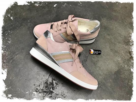 Ara Sneaker mit leichtem Keil und Wechselfussbett bei Haus