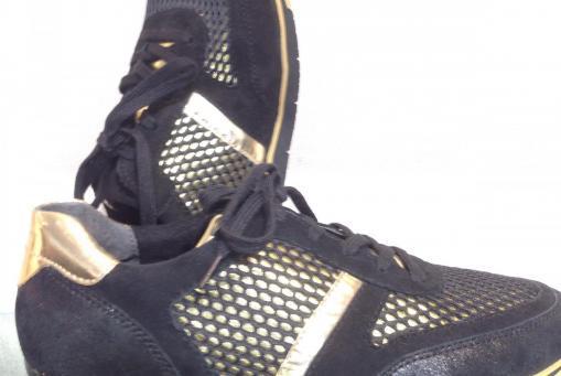Gabor - extravaganter Sneaker in gold/schwarz