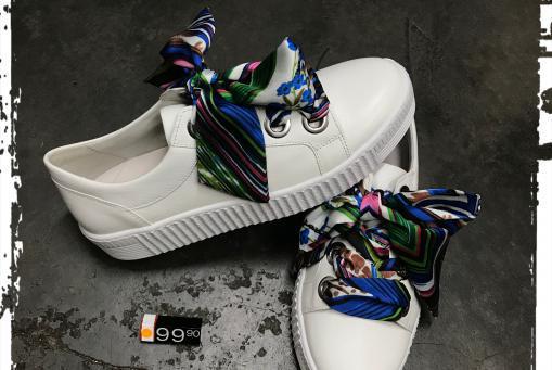 Gabor - modischer Sneaker .... die dekorativen Senkel können gegen weiße gewechselt werden