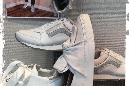 Weiße Sneaker - ein großes Modethema