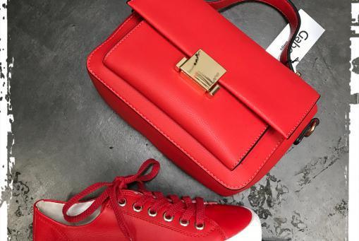 Paul Green- weicher Sneaker mit Frotteefuttet in knalligem Rot