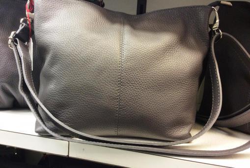 Lederhandtaschen, italienische Modelle. Guter Tragekomfort. Farben rot, grau, blau, schwarz. Günstig