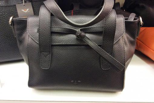 Ledertaschen von Voi, genarbtes Leder in schwarz. Preiswerte weitere Modelle in verschiedenen Farben