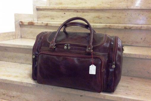 Klassische Reisetaschen aus Leder. Schöne Ausführungen in verschiedenen Farben und Formen