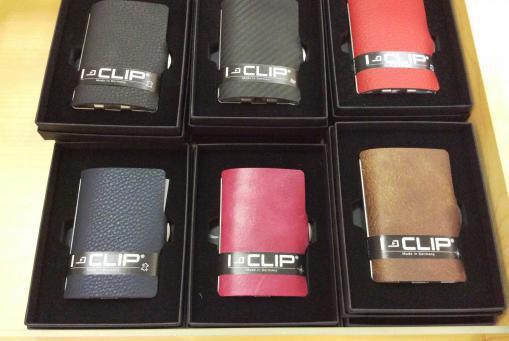 i-clip, Karten und Bargeld kompakt zusammen. Bis zu 12 Karten. Für den modernen Mann.