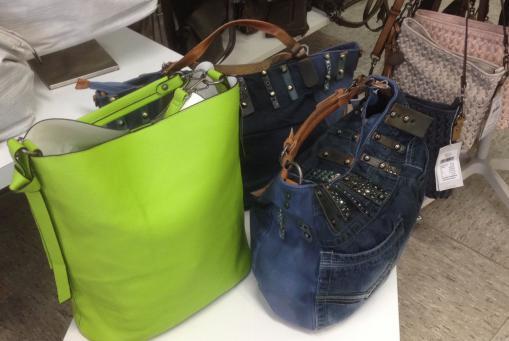 ausgefallene Taschen in Jeans-Lock und außergewöhnlichen Farben und Materialien. Gute Preise