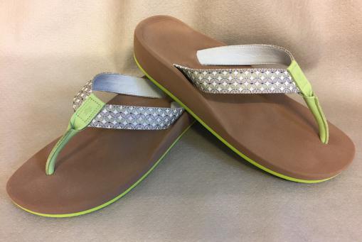 Glabbal: Mass-Sandalen nach eigenem Design und Scanabduck der Füße