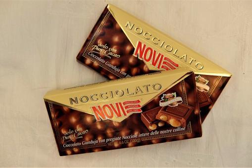 Nougat-Tafelschokolade mit Piemont-Nüssen