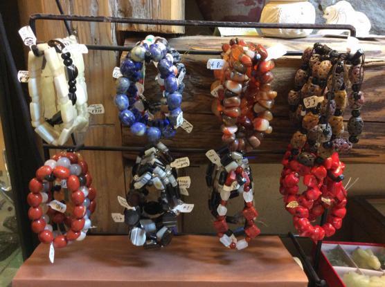 Armbänder aus Natursteinen