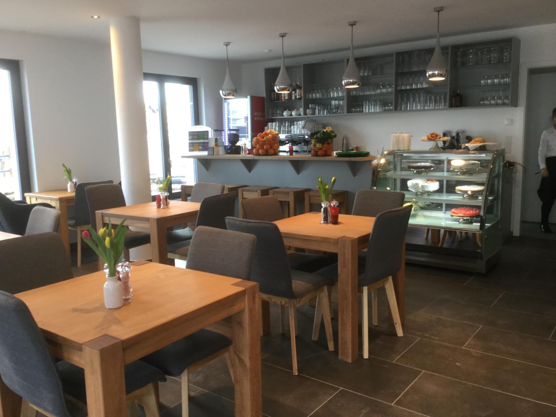 Cafe Jolie Am Donaumarkt In Regensburg Klostermeyergasse 1