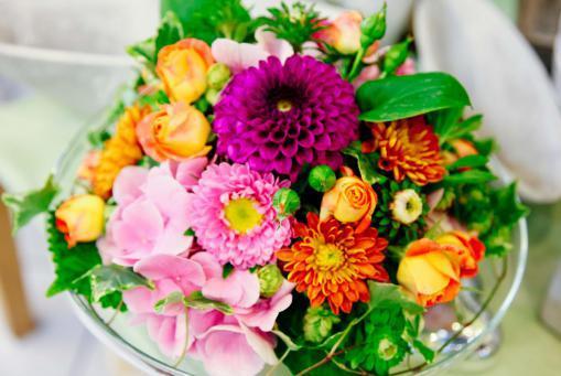 Hochwertige Blumensträuße und Gestecke