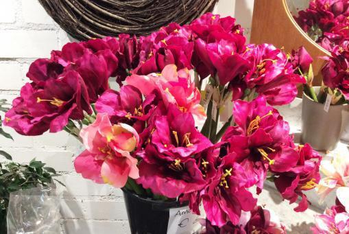 Farbenfrohe Kunstblumen