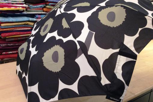Marimekko Unikko schwarz weiß Taschenschirm