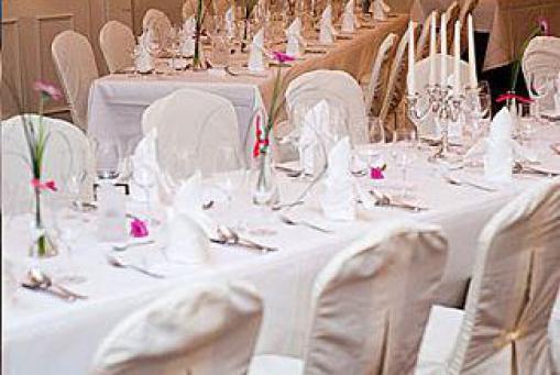 Hochzeit feiern im weißen Saal