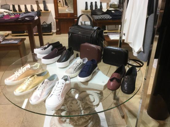 Fit für den Frühling: Damen-Sneaker in angesagten Farben