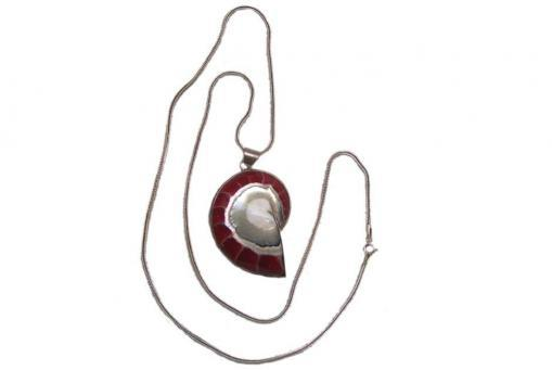 Silberkette mit rotem Schneckenherz